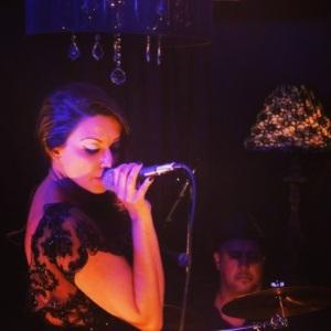 Tatiana Medeiros_'Soul da Bossa & Jazz'_dia 16 de maio no Teatro Café Pequeno (1)
